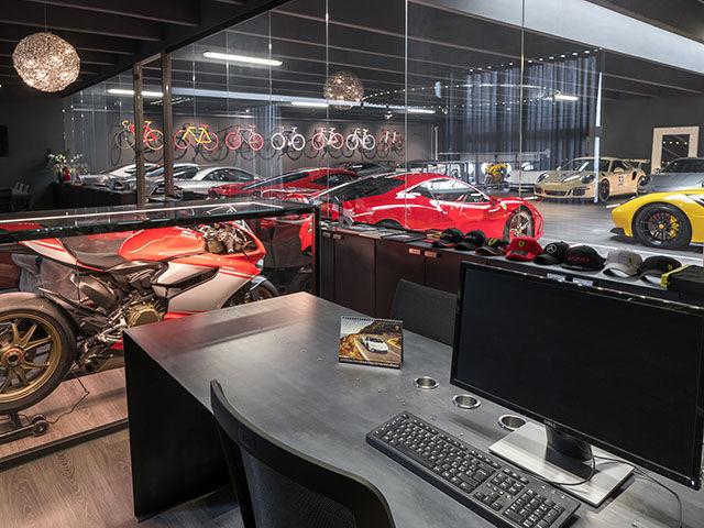 Uffici con collezione privata